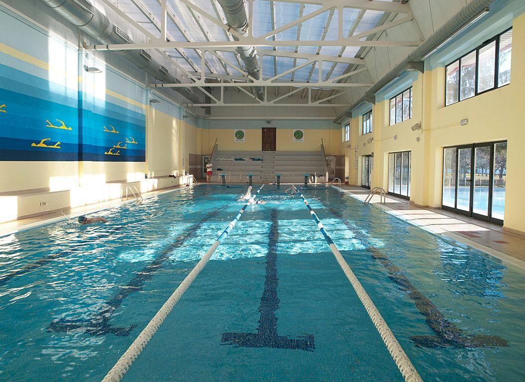 5 edificio climatizada la venatoria for Temperatura piscina climatizada